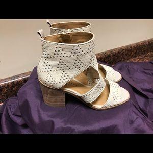 "Lucky Brand ""La Kabott  cream Leather Sandals 9M"